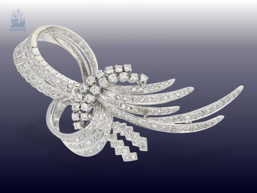 Brooch: white gold, vintage loop brooch with brilliant/diamonds, handcrafted in 18K Gold, approximately 1.5 ct - photo 1