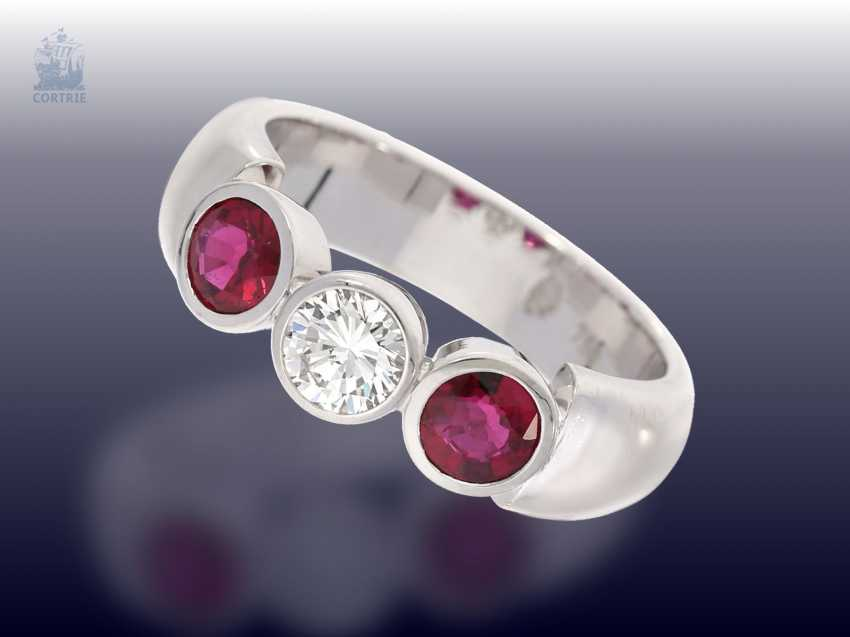 Ring: solid and of high quality, ruby/brilliant gold wrought ring - photo 1