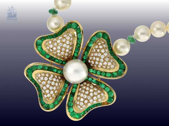 Necklace/Collier: very nice and exceptional Akoya-cultured pearls-middle part of the necklace with emerald and diamond trimming, probably H. Stern, Rio - photo 1