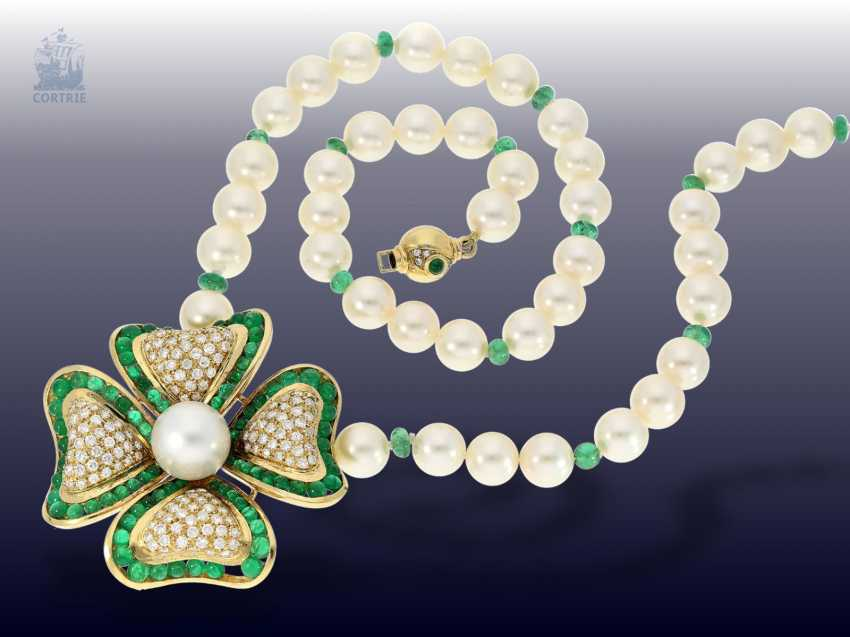 Necklace/Collier: very nice and exceptional Akoya-cultured pearls-middle part of the necklace with emerald and diamond trimming, probably H. Stern, Rio - photo 2