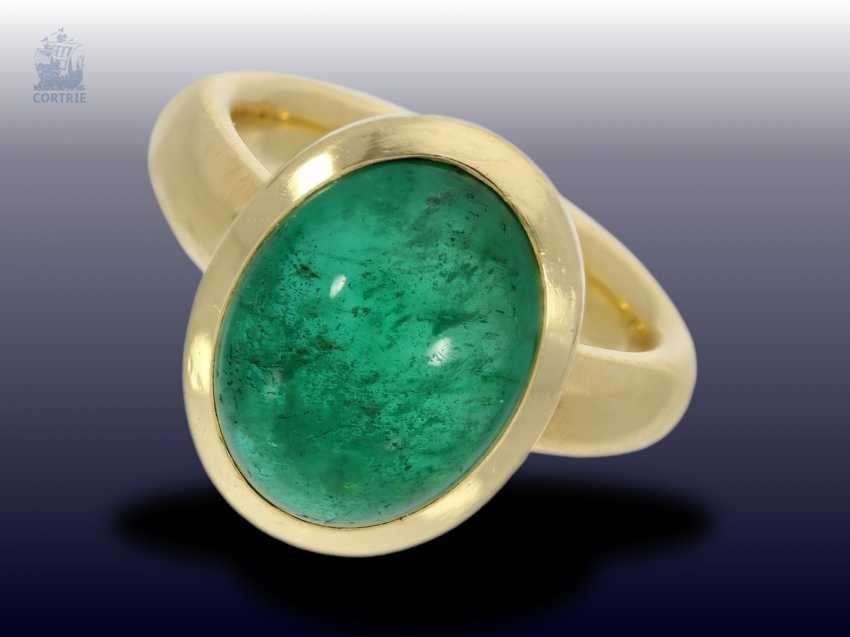 Ring: a massive gold ring with a large emerald, solid hand-wrought, emerald approx. 5ct - photo 1