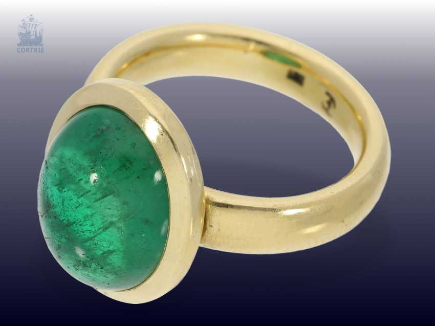 Ring: a massive gold ring with a large emerald, solid hand-wrought, emerald approx. 5ct - photo 2