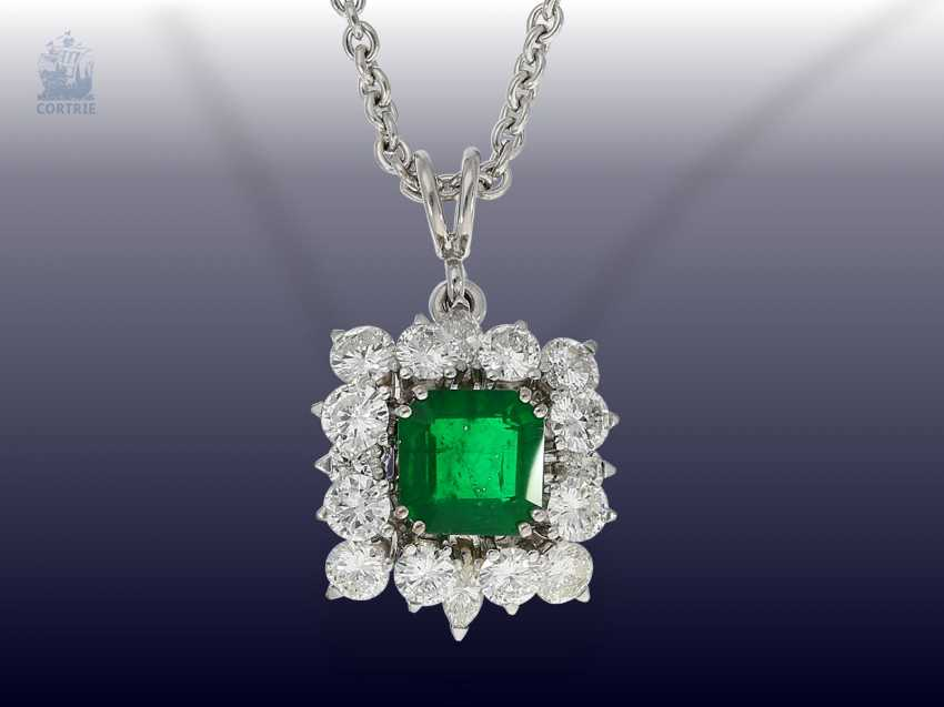 Chain/necklace: high quality 18K white brilliant gold chain with a very nice emerald/gold wrought pendant from the house of Wempe - photo 1
