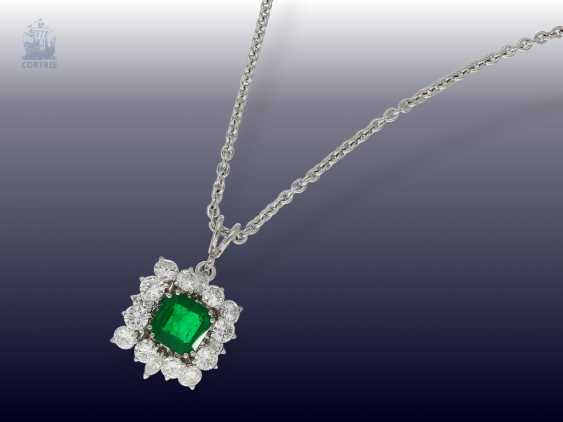 Chain/necklace: high quality 18K white brilliant gold chain with a very nice emerald/gold wrought pendant from the house of Wempe - photo 2