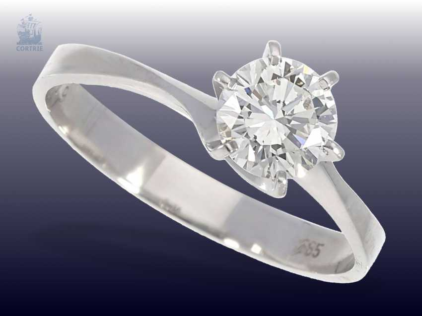 Ring: white Golden vintage solitaire gold wrought ring with a very fine white brilliant-cut diamonds of 1.09 ct - photo 1