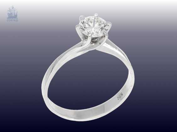 Ring: white Golden vintage solitaire gold wrought ring with a very fine white brilliant-cut diamonds of 1.09 ct - photo 2