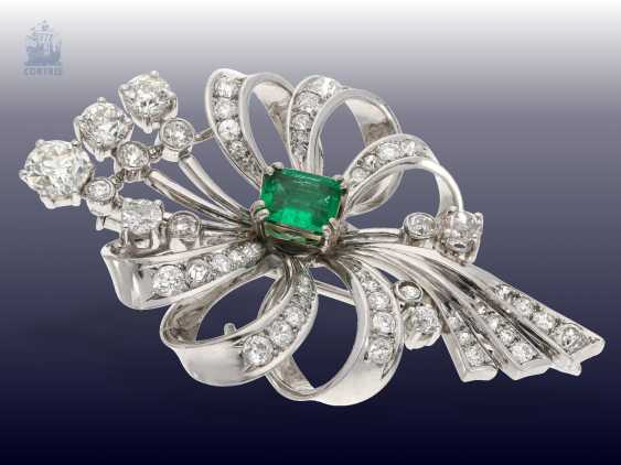 Brooch: studded rich, very decorative and very valuable vintage emerald/diamond grinding brooch, approx. 4ct diamonds - photo 2