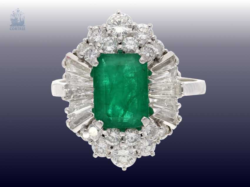 Ring: a valuable and very decorative vintage emerald/diamond ladies ring, handmade, approx 1.7 ct of diamonds, valuation report about 6200,-€ - photo 1