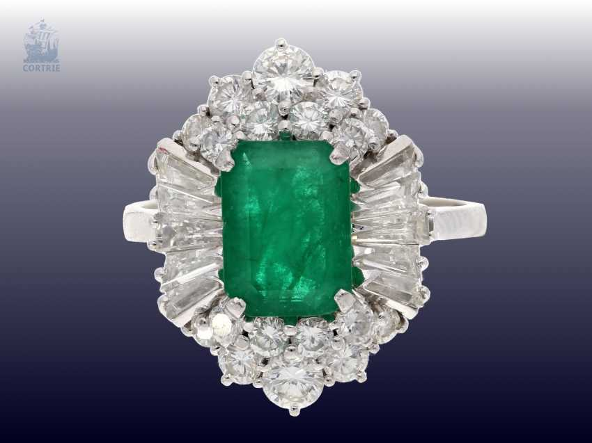 Ring: a valuable and very decorative vintage emerald/diamond ladies ring, handmade, approx 1.7 ct of diamonds, valuation report about 6200,-€ - photo 2