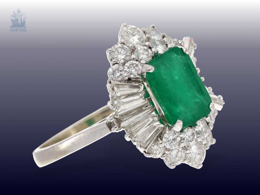Ring: a valuable and very decorative vintage emerald/diamond ladies ring, handmade, approx 1.7 ct of diamonds, valuation report about 6200,-€ - photo 3