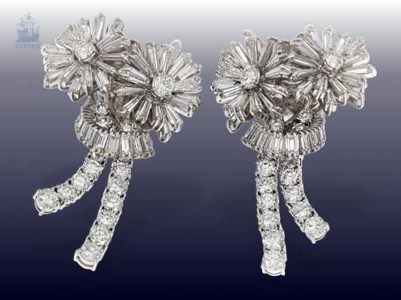 """Earrings: exclusive and extremely high-quality vintage goldsmith work in the """"Diamond Flowers"""" style, handmade, approx. 10ct finest diamonds - photo 1"""