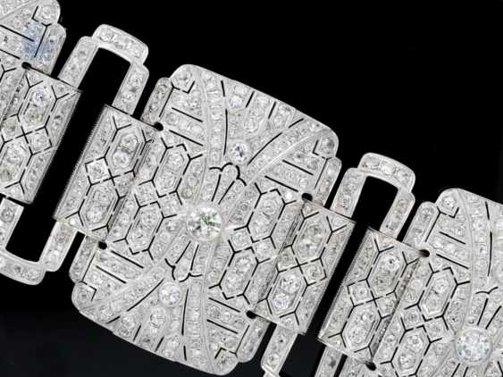 Bracelet: unique , extremely high quality and magnificent platinum bracelet, handmade, approx. 60ct of diamonds, probably from the Art Deco period, a current value appraisal - photo 2