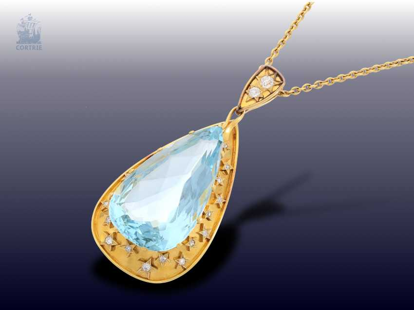 Chain/necklace: unique, vintage gold wrought pendant with a very large aquamarine of approx. 60ct in a fantastic color, and plenty of old European cut diamonds, probably H. Stern, Rio - photo 1