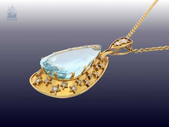 Chain/necklace: unique, vintage gold wrought pendant with a very large aquamarine of approx. 60ct in a fantastic color, and plenty of old European cut diamonds, probably H. Stern, Rio - photo 2