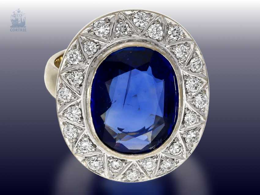 Ring: exquisite gold wrought ring with a large, very valuable Ceylon sapphire of approx. 6ct, and of high quality diamond trimming - photo 1