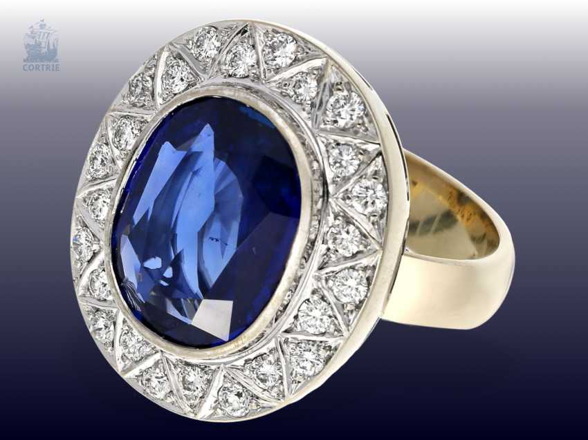 Ring: exquisite gold wrought ring with a large, very valuable Ceylon sapphire of approx. 6ct, and of high quality diamond trimming - photo 2
