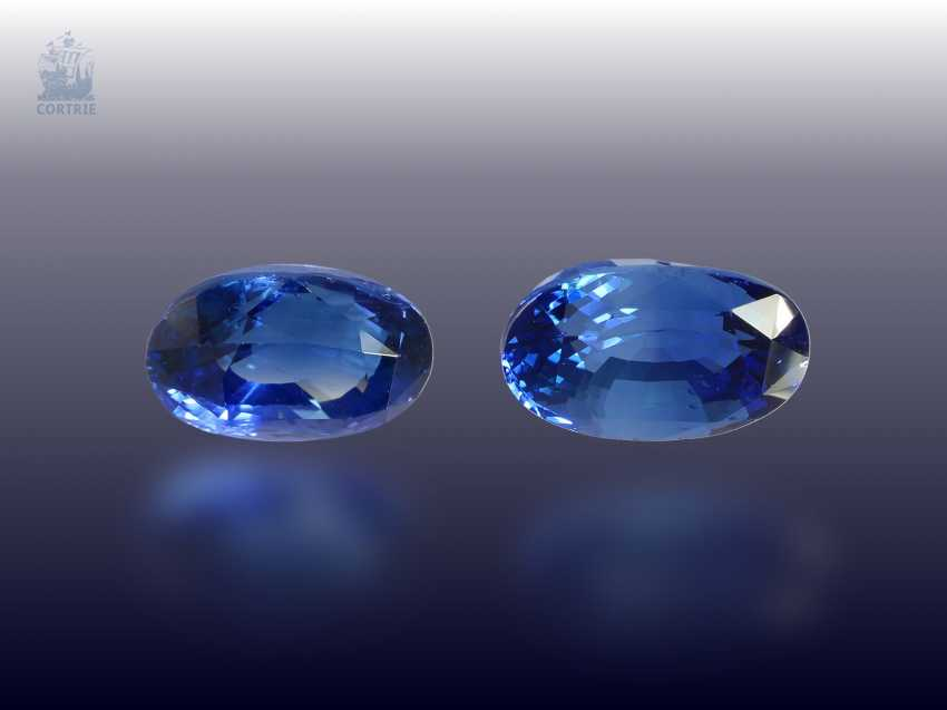 Sapphire: rare Pair of natural, bright blue Ceylon sapphires of 7,65 ct, including certificate from Sri Lanka - photo 1