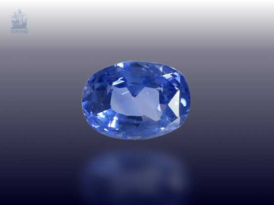 Sapphire: very nice, light blue Ceylon sapphire very good quality, of 5.27 ct - photo 1