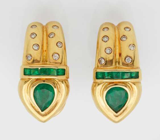 Few representative emerald and diamond clip earrings - photo 1
