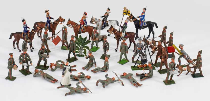 Mixed Lot Of Toy Soldiers - photo 1