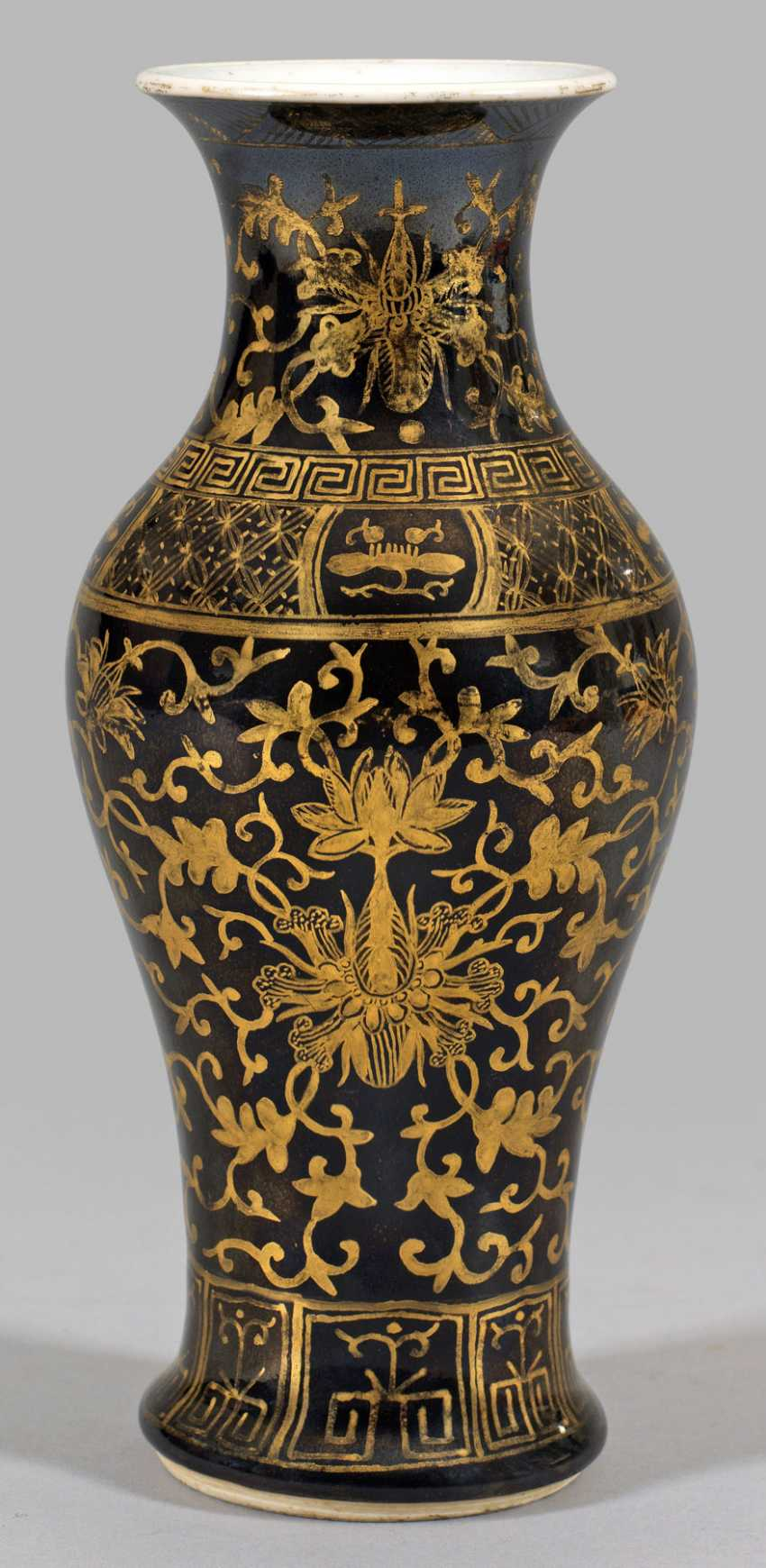 Small baluster vase with gold painting - photo 1