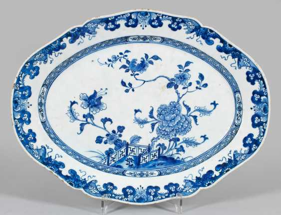 Blue and white plate with peony decor - photo 1