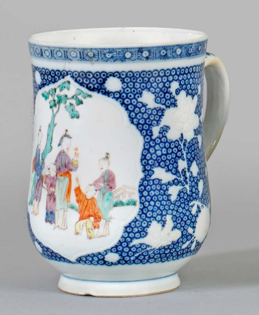 Blue and white jug with Chinoiserien - photo 1
