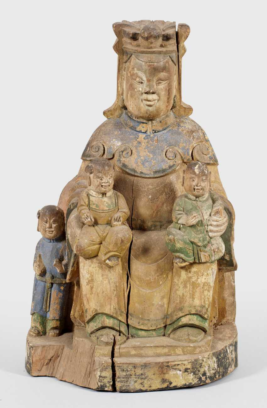 The altar figure of a child-bearing Guanyin - photo 1