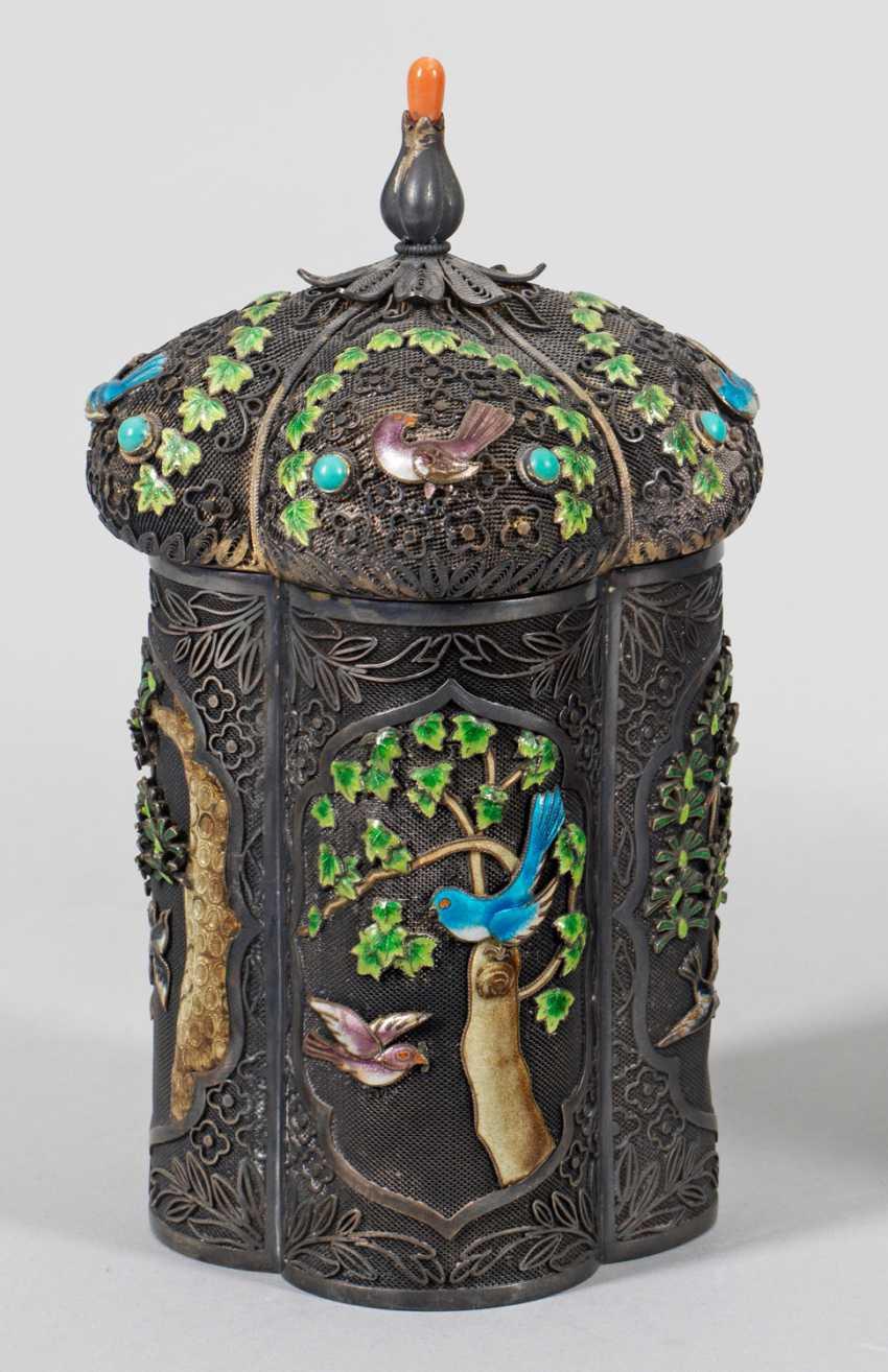 Cloisonné lidded box with bird decor - photo 1