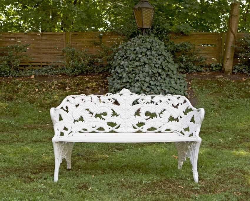 Garden bench - photo 1