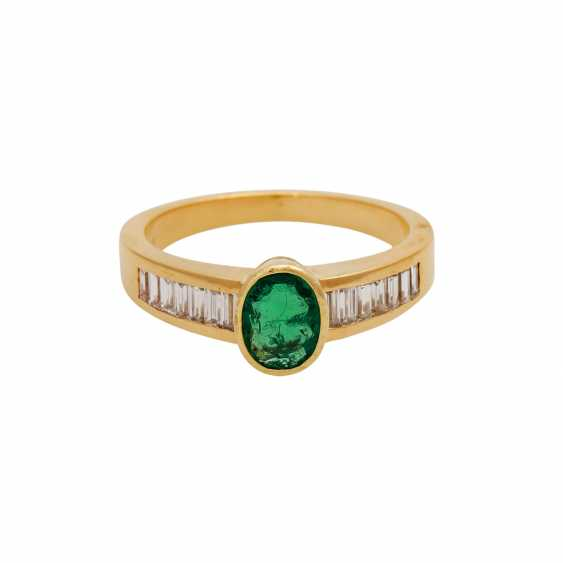 Ring mit Smaragd, ca. 0,85 ct, oval fac. - photo 1
