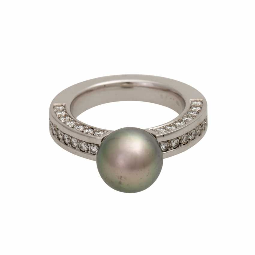 Ring with grey Tahitian cultured pearl, and 42 diamonds, - photo 1