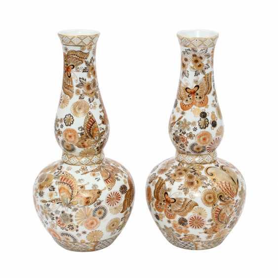 Pair Of Double Gourd Vases. JAPAN, 20. Century - photo 1