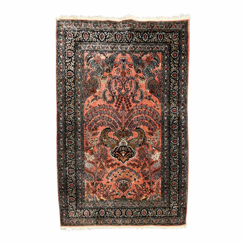 Oriental rug made of silk. 20. Century, approx. 160x108 cm - photo 1