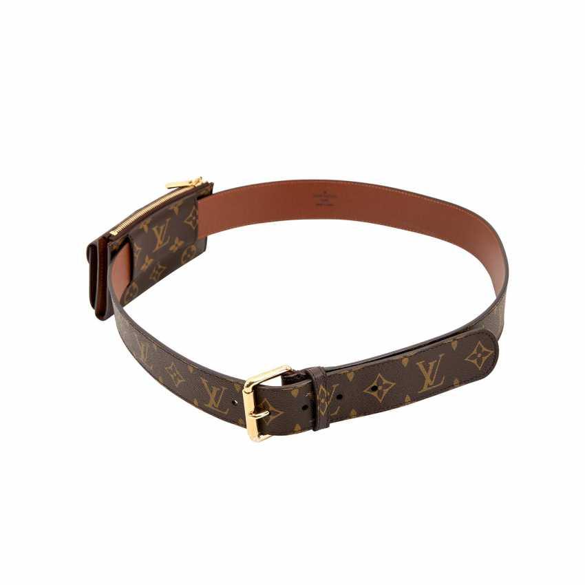 e85e37e9465d Lot 531. LOUIS VUITTON belt with pouch