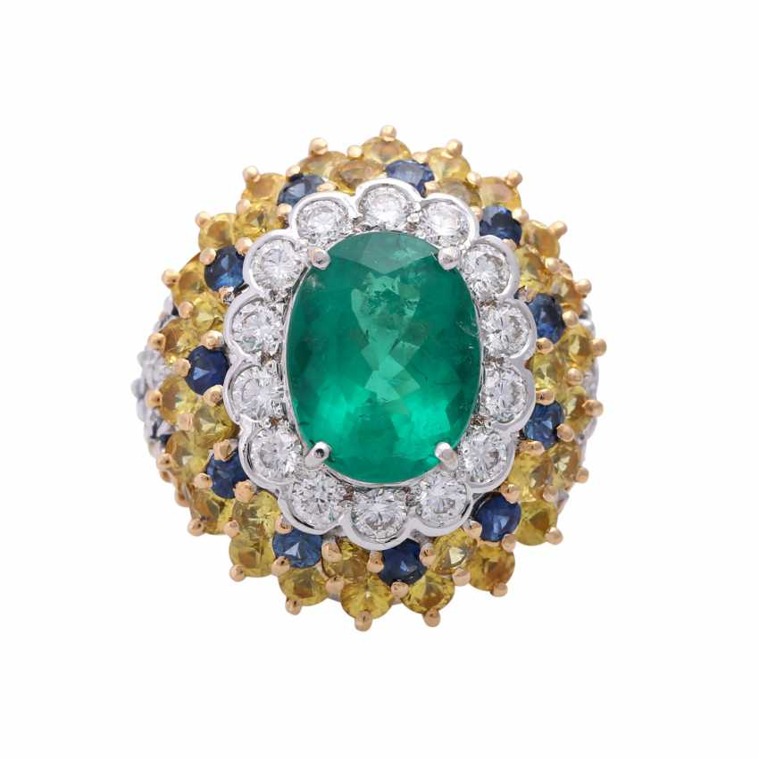 Ring with an oval emerald, diamonds and sapphires - photo 1