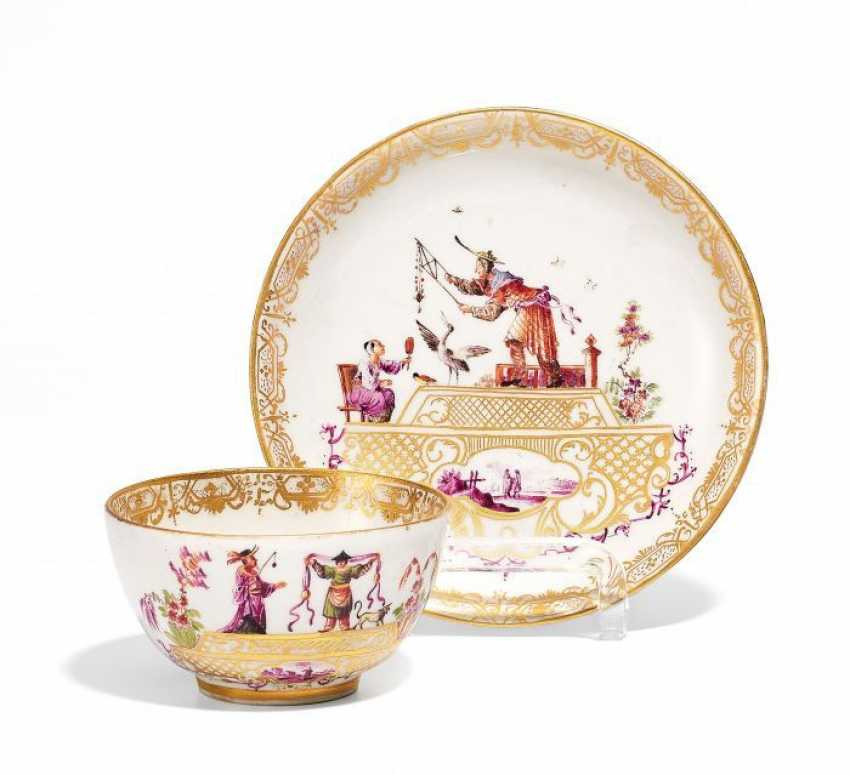 KOPP AND LOWER SHELL WITH CHINOISERIEN. Meissen. Around 1735