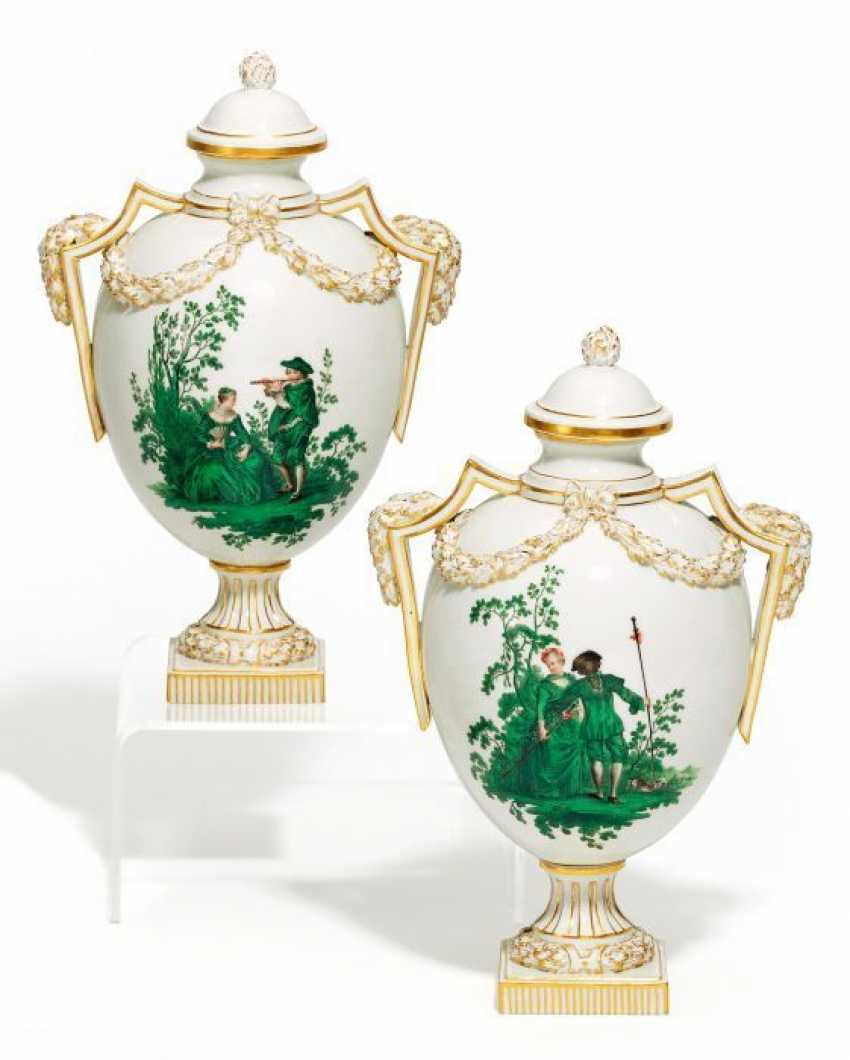 PAIR OF VASES WITH WATTEAU SCENES. Meissen. Prior to 1924. - photo 1