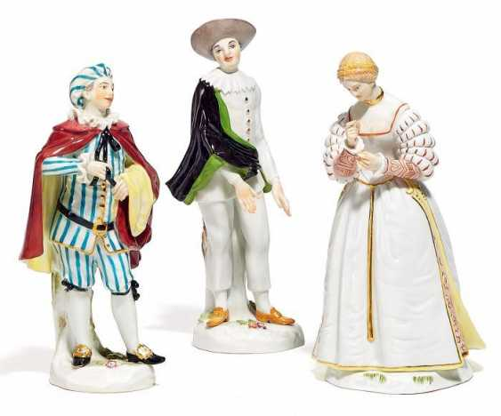 3 FIGUREN COMMEDIA DELL' ARTE. Meissen. 20. Jahrhundert Modell J.J. Kaendler, August Ringler. - photo 1