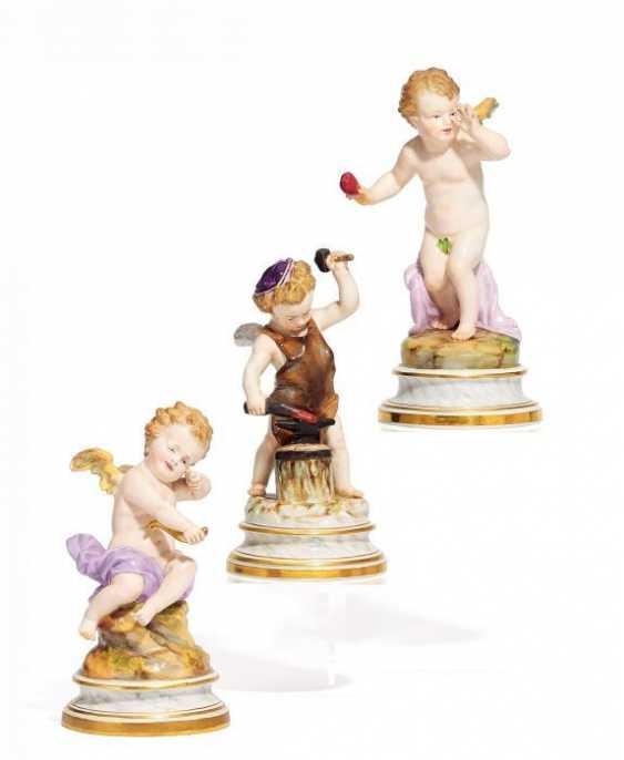 3 AMORETTEN. Meissen. 19. Jahrhundert Modell H. Schwabe - photo 1