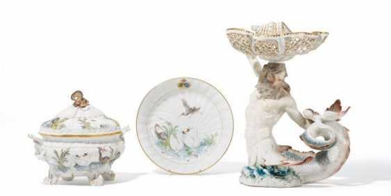 THREE PIECES FROM THE SWAN SERVICE MADE FOR KING ALBERT OF SAXONY. Meissen. Loft to 1897/98. Models by Johann Joachim Kaendler and Johann Friedrich Eberlein.