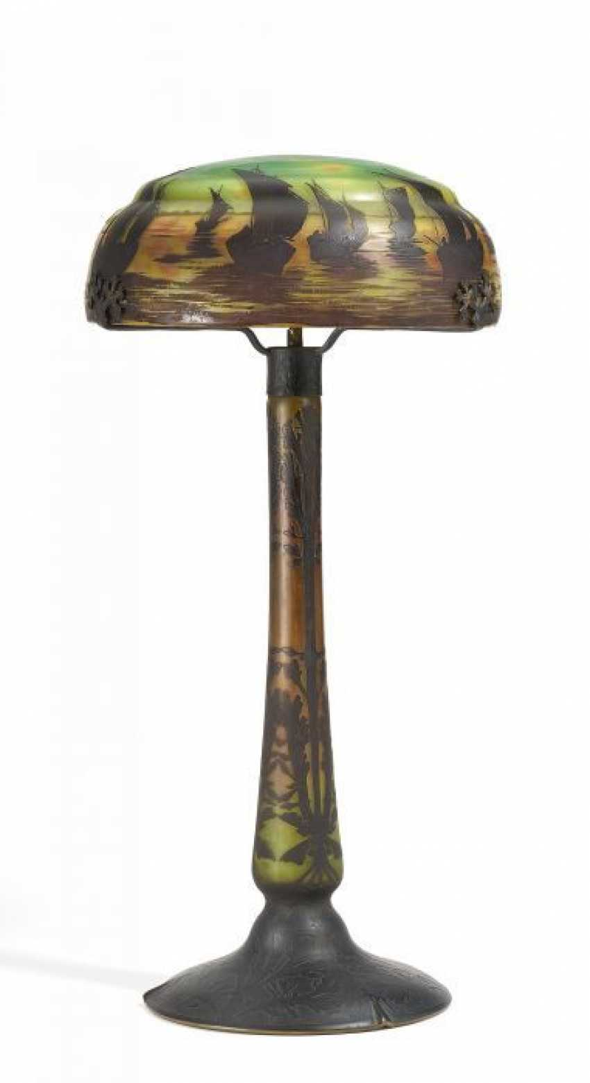 Large table lamp WITH all-round SEEMOTIV. Daum Frères. Nancy. To 1910-13.