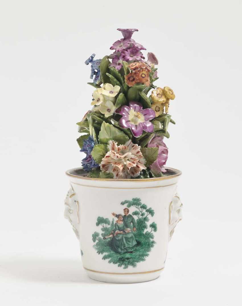 Lot 33 Table Decoration In The Form Of A Flower Pot With Flowers