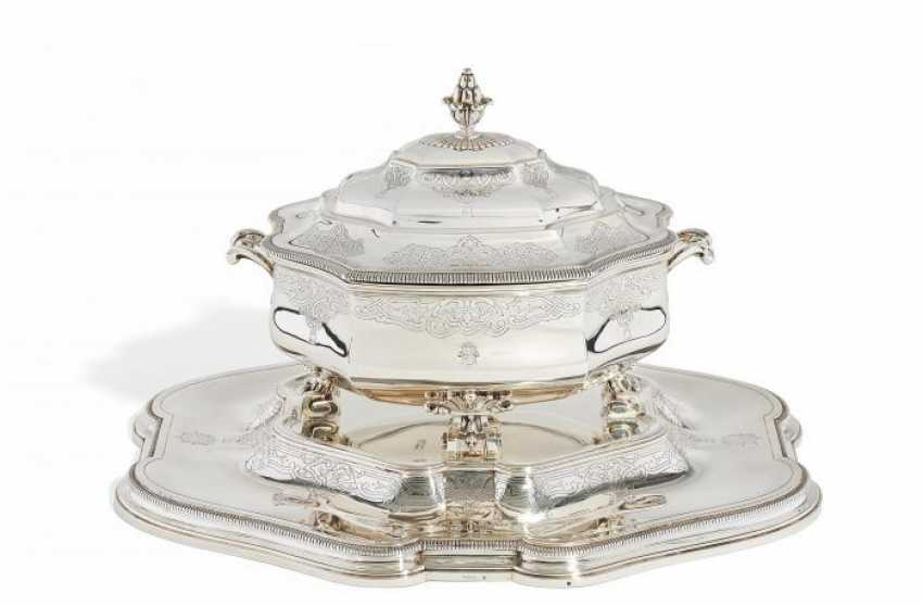 MAGNIFICENT TUREEN WITH coat of arms engraving ON Large-PRESENTOIR. Paris. 1900. André Aucoc. - photo 1