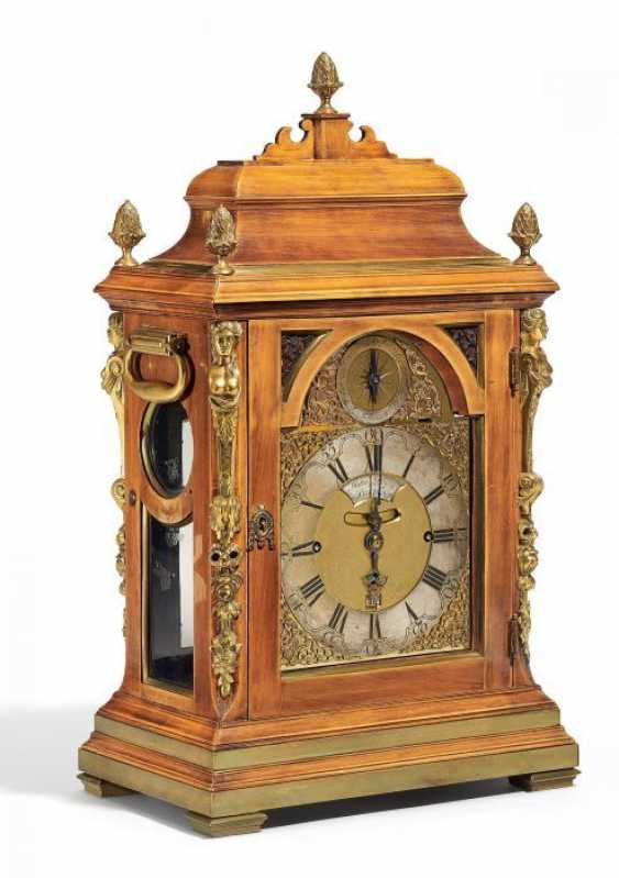GEORGIAN BRACKET CLOCK MIT CARILLON. London. Um 1720-40. John Drury.