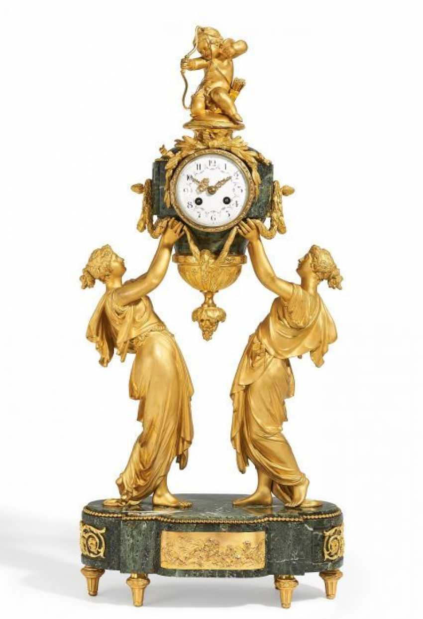 Large AND MAGNIFICENT PENDULE 'THE VICTIM OF CUPID' NAPOLÉON III, Paris. 2. Half of the 19th century.Century.