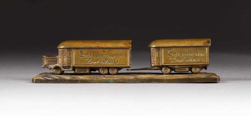 DEUTSCHER BILDPLASTIKER Tätig Anfang 20. Jahrhundert Miniatur-Busmodell der WaGelbgoldon- und Wagenfabrik Hermann Schumann Zwickau - photo 1