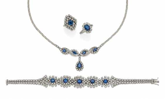 SAPPHIRE AND DIAMOND SET: NECKLACE, BRACELET AND TWO RINGS.  - photo 1