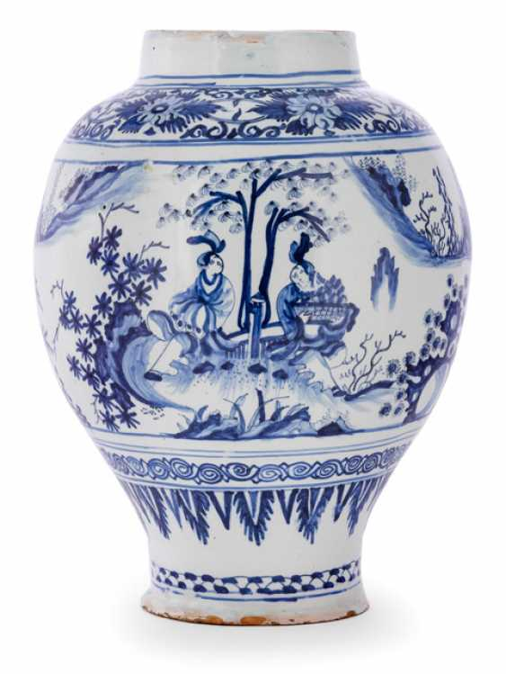 Baluster vase with Chinoiserie decor - photo 1