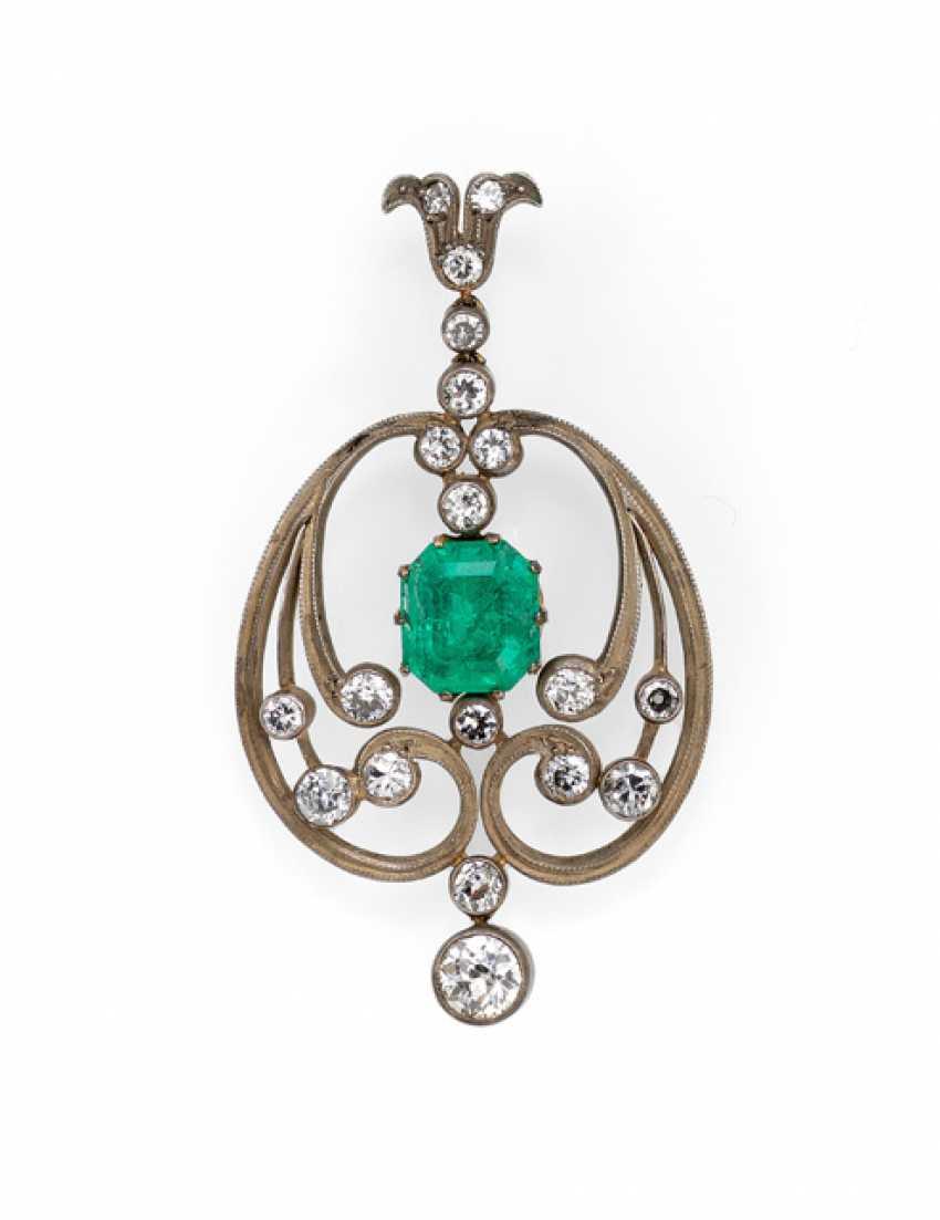 Emerald and diamond pendant in the Art Nouveau style - photo 1